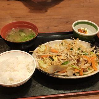 肉野菜炒め定食(街かど屋 潮見が丘店 )