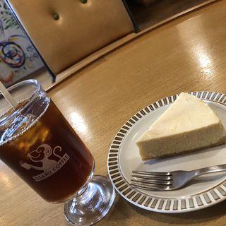 チーズケーキとあっさりアイスコーヒー(オサル コーヒー)