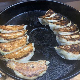 鉄板焼き餃子(ぎょうざ亭たしろ )