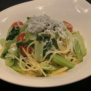 釜揚げシラスと江戸菜のフレッシュトマトスパゲッティ(ヴィラッツァ ドゥエ )