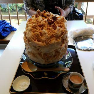 キャラリゼしたナッツと焦がし塩キャラメルソース(お茶と酒 たすき )