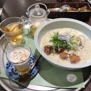 鶏つくねの舞茸、豆乳スープのフォー(HASU)