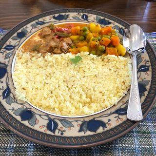 スリランカチキンカレーとベンガル野菜カレー