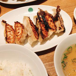餃子定食(焼き餃子1枚・ニンニクにら抜き)ごはん、スープ、付け合せ付き(ぎょうざいってん 神田本店 )