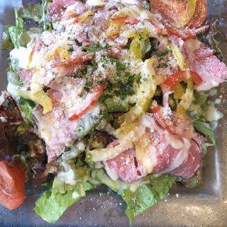 ローストビーフの山盛サラダ(ブラッスリーオザミ丸の内)