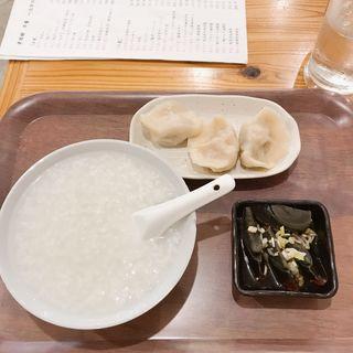 白粥、ピータン、発酵白菜水餃子(老酒舗)