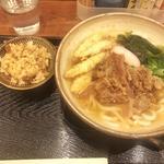 肉うどん(ごぼう天トッピング)&かしわ飯(博多うどん よかよか)
