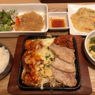 三元豚サムギョプサルとチーズダッカルビ(韓美膳 ルミネ横浜店)