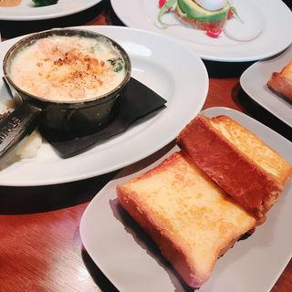 サーモンとホウレンソウのクリーム煮込み フレンチトーストブランチ(マーサーブランチ ギンザテラス)