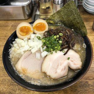 背脂煮干味玉乗せラーメン(丸め )