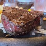 ウルグアイ産 炭焼き超厚切り熟成サーロインステーキ 200g
