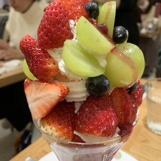 今月のパフェ(皿盛り)(果実園 リーベル 新宿店)