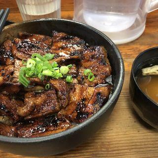 中豚丼・味噌汁(炭火豚丼 豚野郎)
