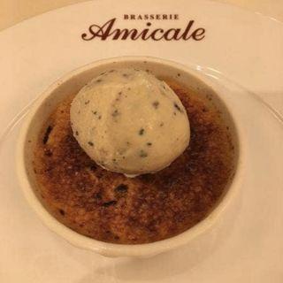 トリュフのクレームブリュレ、ハチミツのアイスクリームのせ(ブラッスリー アミカル (Brasserie Amicale))