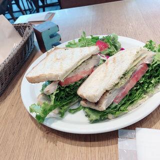 グリルチキンのサンドイッチ(1LDK terrace)