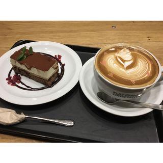 (フラット ホワイト コーヒー ファクトリー ダウンタウン店 (FLAT WHITE COFFEE FACTORY))