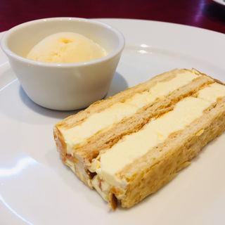 フレンチバタークリームのミルフィーユ(びすとろ ふうじん)