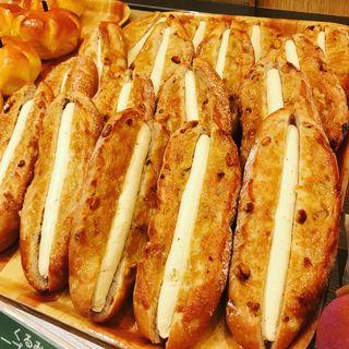 くるみパンのメープルバターサンド(フォレスティカフェ 成城店 )