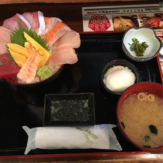 はみだし海鮮丼(天海のろばた分店  )