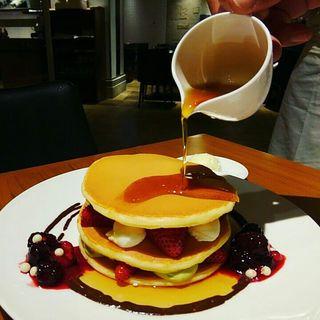 ピスタチオとクリームチーズのパンケーキ(カフェ クベール (CAFE COUVERT))