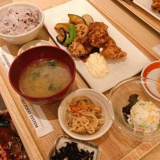 チキン南蛮とたっぷり温野菜定食(さち福や フレッサイン神戸三宮店)