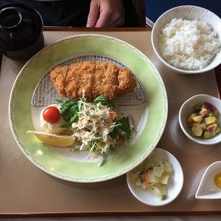 熟成豚のロースカツ定食(仙台クラシックゴルフ倶楽部)