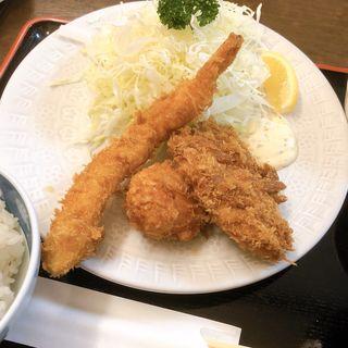 ポーク生姜焼き定食とんかつ定食(小鉢・お新香・赤だし付き・ご飯とキャベツお代わり自由)(きむら )
