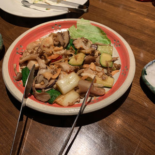 鳥とキノコのガーリックソテー(旬菜ダイニング優月 )