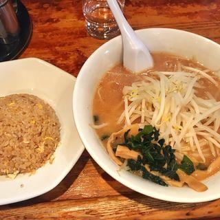 半ちゃんラーメン(醤油塩味噌)(半チャンラーメン あかしや )