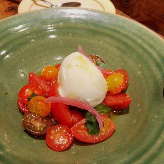 厳選トマトとモッツァレラのカプレーゼ(knock 恵比寿)