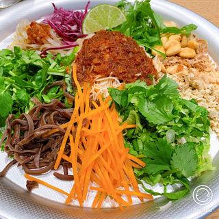 ヨヨナムのたっぷり野菜のかりかり和え麺 スープ付き(オーレ(Are))