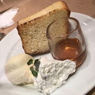 こんがり焼いたトーストシフォンとバニラアイス(和カフェ yusoshi chano-ma 立川 (ユソーシ チャノマ))