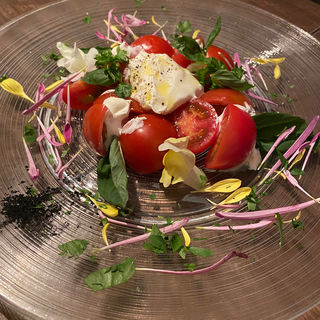 とろとろモツァレラチーズとフルーツトマトのカプレーゼ(La sana 銀座店 (ラ サーナ))