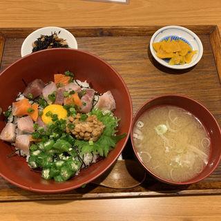 ばくだん海鮮丼(東北みちのえき だてや)