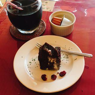 アイスティラミス、アイスコーヒー(牛すじトマト煮込み専門店もうまてん)