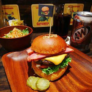 ベーコンチーズバーガー(BURGER + CAFE DINING KOHAKU)