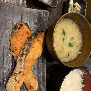 鮭焼き定食(しんぱち食堂)