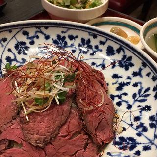 黄金ローストビーフ丼(金曜日の日替わり)(宇宙軒)