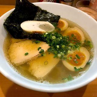 鶏出汁のしおらーめん+燻製玉子(麺屋 すずらん)