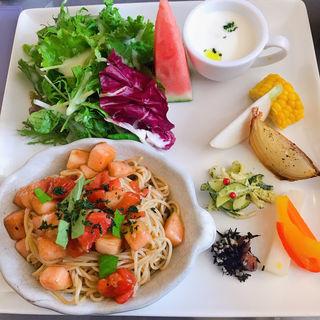 桃とトマトの冷製パスタ(ラ・ターブル・ドゥ・イズミ (La Table De Izumi))
