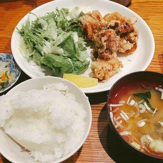 唐揚げ定食(おらい食堂)