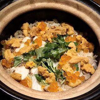 本日の白身と生ウニの土鍋(博多メシ 男厨)