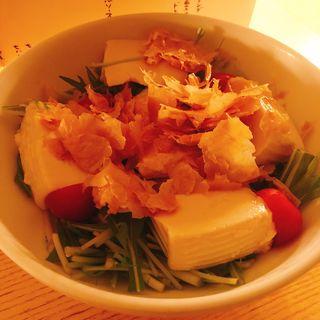 生湯葉とおぼろ豆冨のサラダ ~玉葱ドレッシング~(茶茶白雨 (チャチャ ユウダチ))