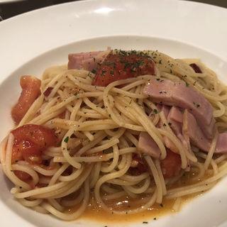フレッシュトマトとベーコンのペペロンチーノ(レストラン アサジ (RESTAURANT Asaji))