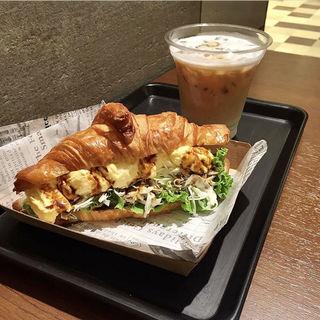 (アンドコーヒー メゾンカイザー 阪急三番街店 (&COFFEE MAISON KAYSER) )