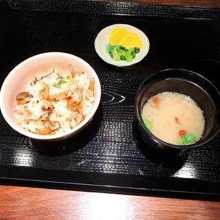 ガーリックライス(味噌汁・香の物付)(八丁堀黒きん )