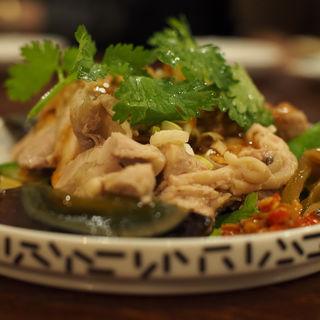 蒸し鶏とピータン(大衆中遊華食堂八戒)