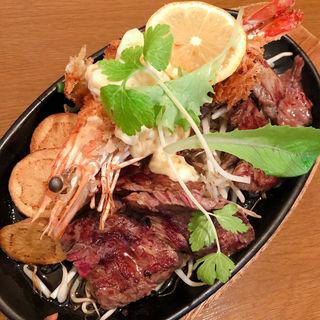 牛ステーキ&海老フライ(小さな厨房 朝霧店 (チサナチュウボウ))