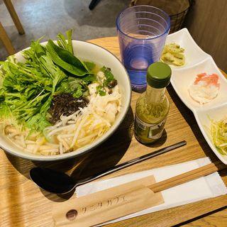 和出汁で仕上げたよだれ鶏とキノコのフォー (タニタカフェ)