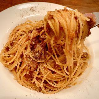 色んなひき肉と紅しぐれ大根のミートソースパスタ(タベルナ ラ キアーヴェ )